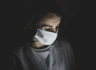 LG prezentuję inteligentną maskę, która pomoże chronić układ oddechowy